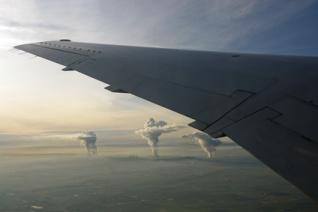 Nach dem Abflug in Düsseldorf folgt ein letzter Blick auf die Schlote des Ruhrgebiets.