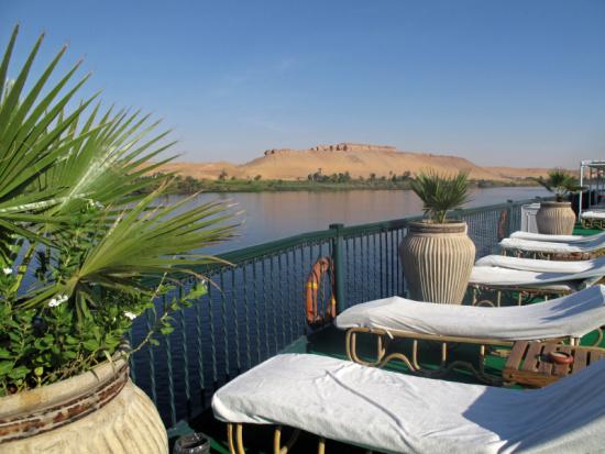 Ausspannen auf dem Sonnendeck des Nilkreuzfahrtschiffes