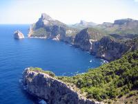Die Felsenküste der Halbinsel Formentor auf Mallorca