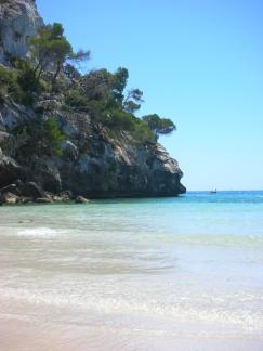 Urlaub auf Menorca - schöne Buchten versprechen Urlaubsfreuden für die ganze Familie