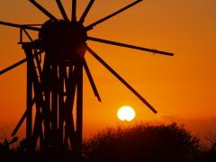 La Palma Atmosphäre: Sonnenuntergang hinter alter Windmühle