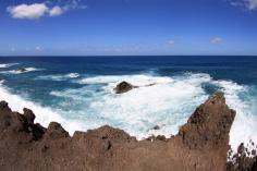 Urlaub auf Lanzarote in beeindruckender Landschaft zwischen Lava und Meer