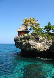 Hütte direkt am Meer an der Küste Jamaikas