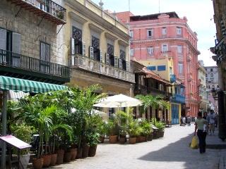In der Altstadt von Havanna - bunte Häuser bringen Flair