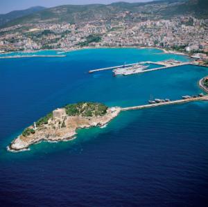 Die Bucht von Kusadasi an der Türkischen Nord-Ägäis