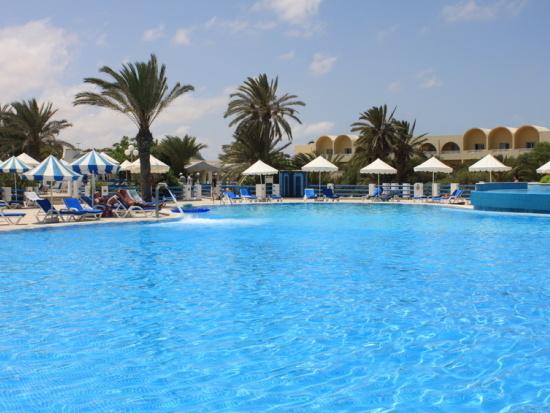 Schöner, weitläufiger Hotelpool auf Djerba