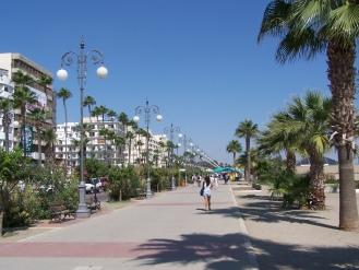 Die Uferpromende in Larnaca auf Zypern.